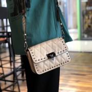 女款包包2020新款潮包小香風寬帶真皮菱格款鉚釘小方包單肩斜挎包