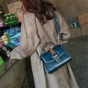 斜挎包女2020流行的包包春夏款百搭大容量挎包冬天款式洋氣單肩包