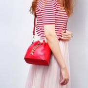 新款女包潮流時尚百搭牛皮水桶包真皮女包單肩斜挎包手提女包批發