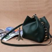 新款女包鉚釘水桶包牛皮包時尚潮流真皮女士包單肩斜挎包批發