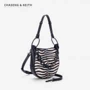 包包女2020新款小ck女包韓版休閑單肩斜跨水桶包復古黑白紋手提包